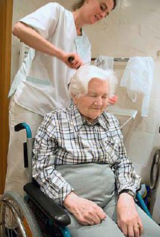 Professioneller Rat führt durch das komplexe Leistungsspektrum der Pflegeversicherung. Foto: iStockphoto