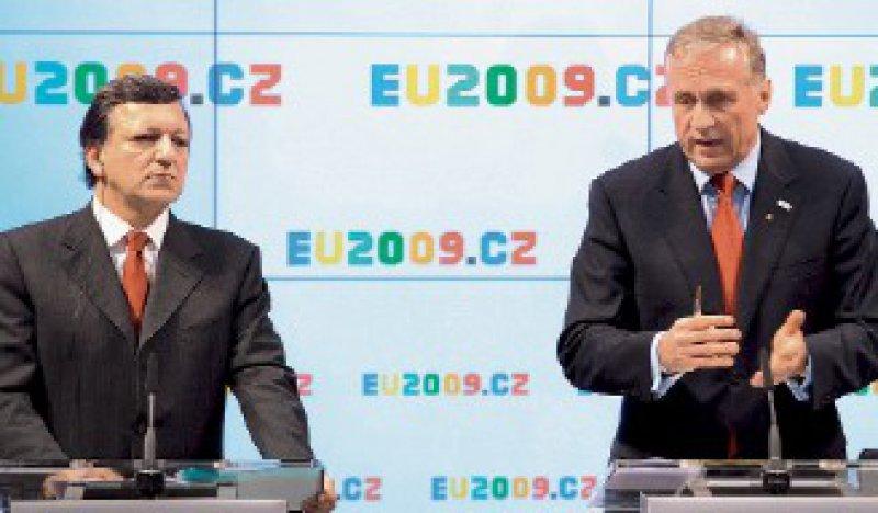 Viele Gesundheitsthemen auf der Agenda: Der tschechische Premierminister Mirek Topolánek (rechts) mit EU-Kommissionspräsident José Manuel Barroso. Foto: dpa