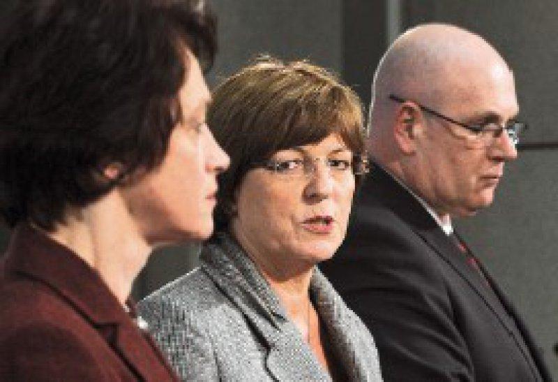 Nach dem Gespräch in Berlin: Doris Pfeiffer, Ulla Schmidt und Andreas Köhler (von links) Foto: dpa