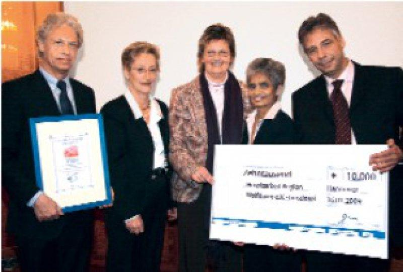 Hans-Ulrich Ehlers, Barbara Tschechne, Sozialministerin Mechthild Ross-Luttmann, Preisträgerin Rosely Plumhoff, Daniel Reschke (von links) Foto: NIO