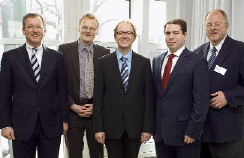 Martin Zügel, Peter Häussermann, Carl-Albrecht Haensch, Robert Perneczky und Ingo Füsgen (von links) Foto: Merz GmbH & KGaA