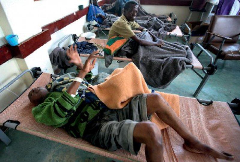 Wegen des innenpolitischen Konflikts entwickelte sich die Cholera-Epidemie in Simbabwe besonders verheerend. Staatliche Institutionen, vor allem auch die des Gesundheitswesens, waren zuletzt kaum mehr arbeitsfähig. Foto: AP Photo/Tsvangirayi Mukwazhi