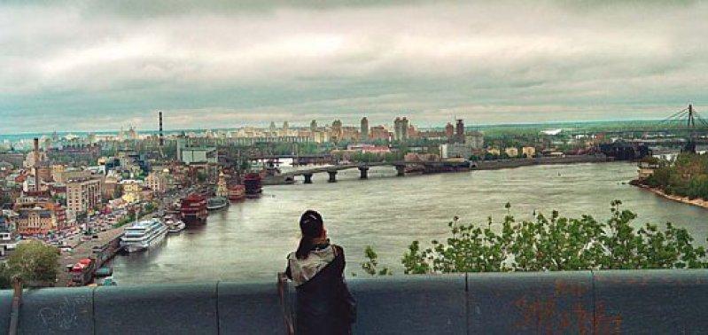 Blick auf den Dnjepr bei Kiew, im grauen April. Im Sommer sind seine kleinen Inseln die Oasen der Stadtbewohner. Fotos: Sabine Rieser