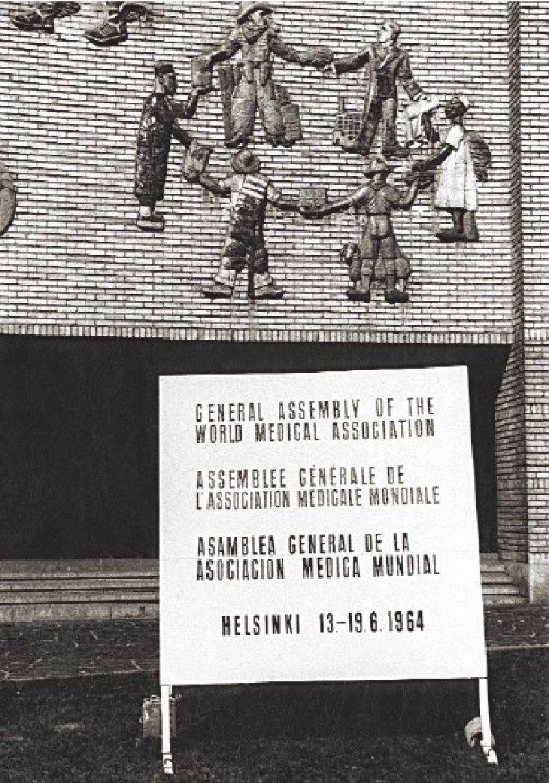 Im Jahr 1964 wurde die Deklaration von Helsinki beschlossen. Auf die erste grundlegende Revision im Jahr 1975 folgten kleinere Änderungen. Eine komplette Überarbeitung aus dem Jahr 2000 löste heftige Debatten aus.