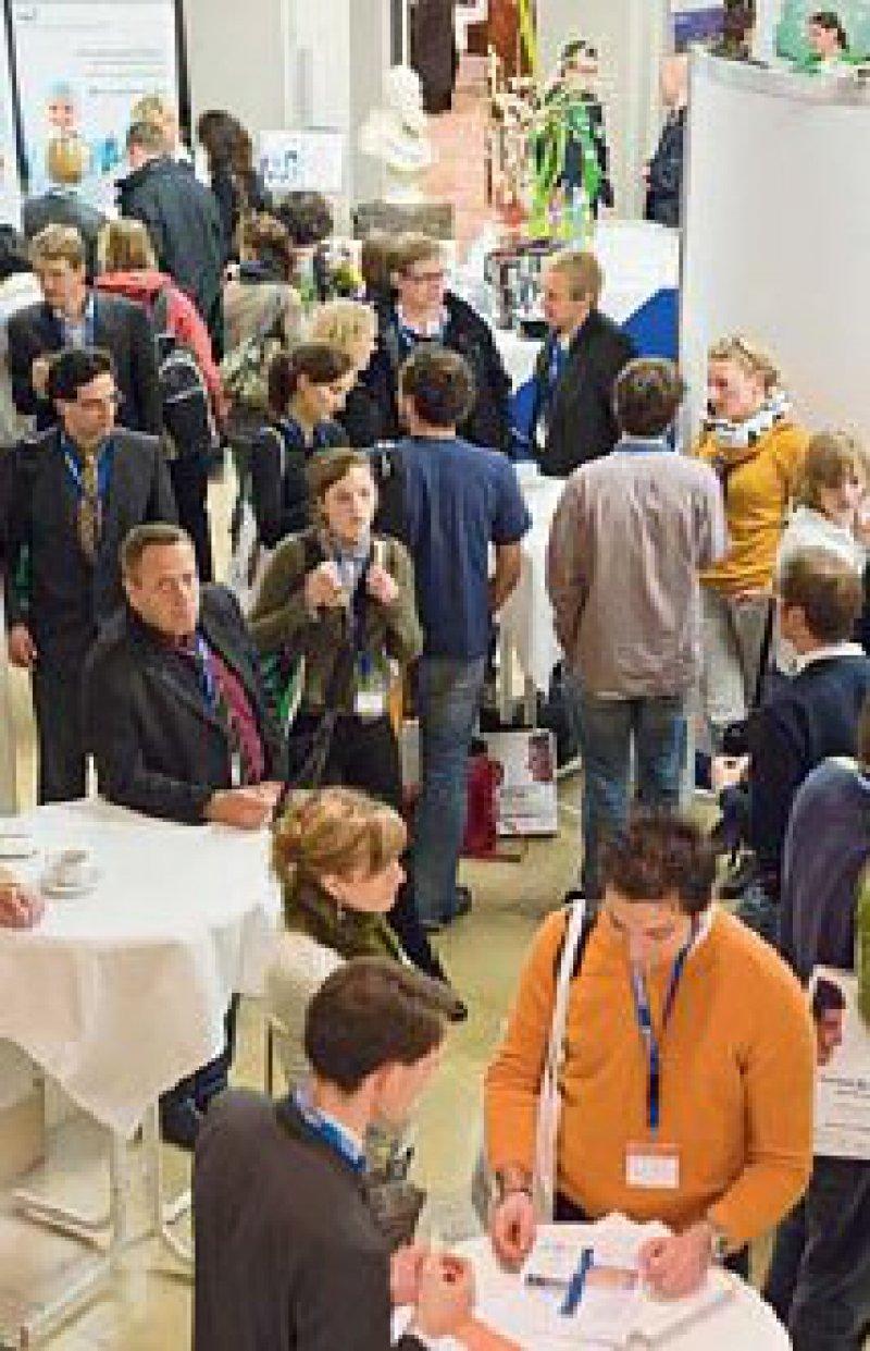 """Mehr als 40 potenzielle Arbeitgeber präsentierten sich im Vorjahr den Studierenden beim Ärzteblatt-Kongress """"Perspektiven und Karriere"""". Foto: Svea Pietschmann"""