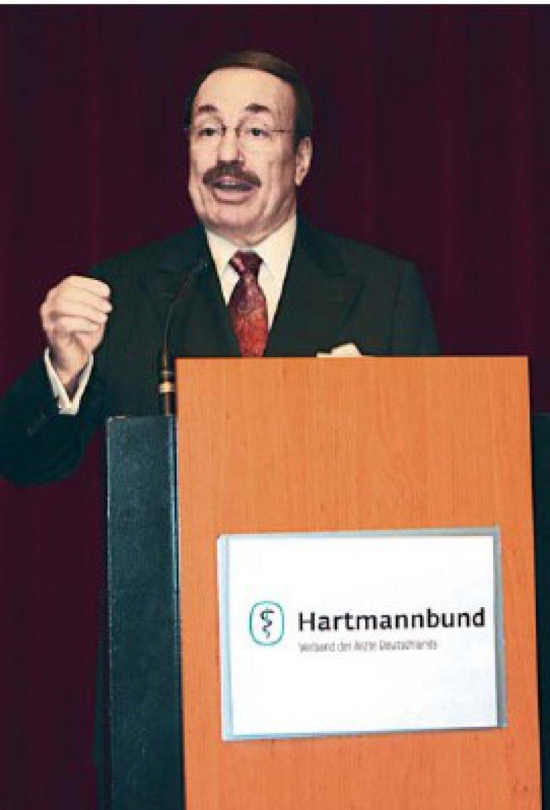 Kuno Winn bleibt Vorsitzender des Hartmannbundes. Er wurde mit 35 Stimmen im Amt bestätigt. Sein Herausforderer, Roland Quast, erhielt 30 Stimmen. Foto: Hartmannbund