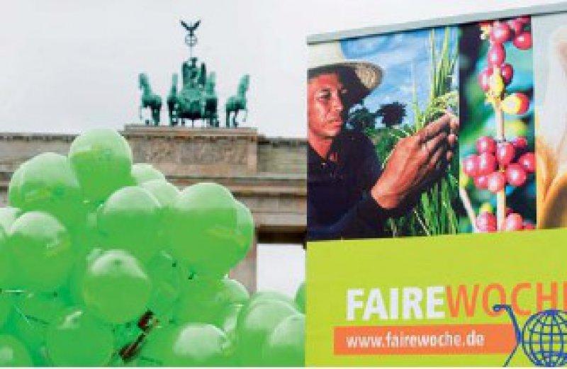 Auftakt zur Fairen Woche vor dem Brandenburger Tor. Das Fair-Trade- Siegel garantiert die Einhaltung bestimmter Standards. Foto: epd