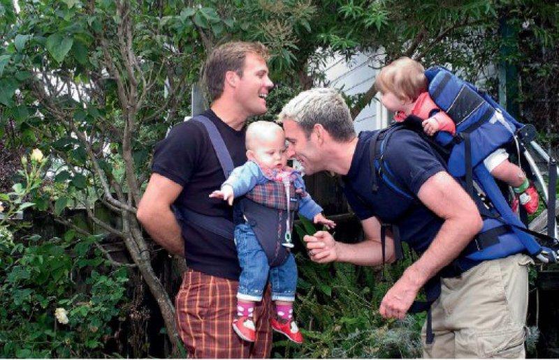 Kein Grund zur Sorge: Kinder gleichgeschlecht- licher Eltern entwickeln sich genauso wie Kinder heterosexueller Paare – wenn nicht sogar besser. Foto: VISUM