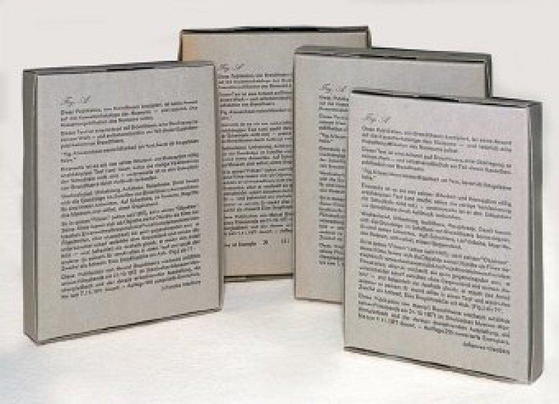 Marcel Broodthaers: Fig. 1, Katalogkassette des Städtischen Museums Mönchengladbach 1971. Vier bedruckte, ineinandergeschachtelte Kartons. Auflage 220 Exemplare, hier Ex. 121. 20,7 cm × 16 cm × 3,6 cm.Foto: Eberhard Hahne