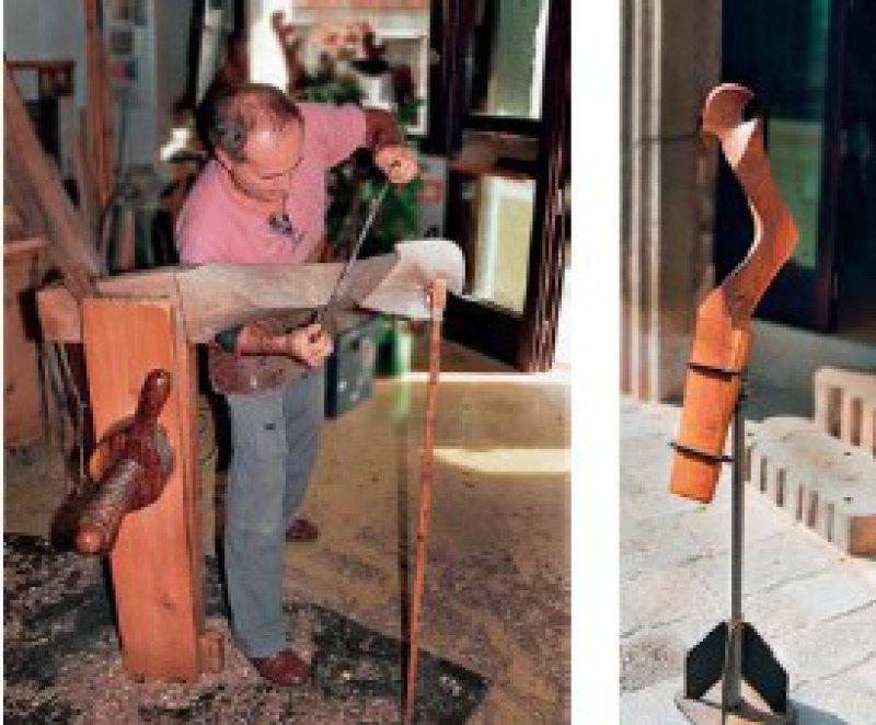 """""""Die Forcola ist das Herzstück der Gondel"""": Saverio Pastor arbeitet mit vollem Körpereinsatz an einer Rudergabel. Eine solche markiert auch den Eingang zu seiner Werkstatt. Fotos: Ulrich Traub"""