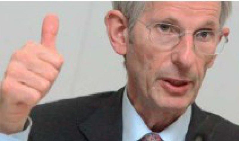 Hofft auf eine neue Vertrauenskultur: BÄK-Präsident Jörg-Dietrich Hoppe. Foto: dpa