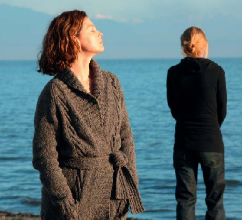 Krank, nicht unglücklich: Es braucht viel Zeit, bis Helen die Dia - gnose Depression akzeptiert. Foto: Warner Bros. Ent.