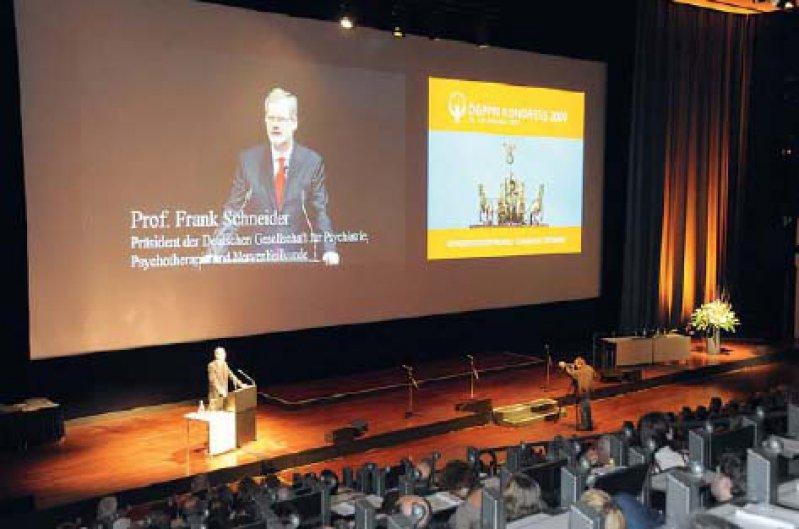 Der Präsident der DGPPN, Prof. Dr. med. Frank Schneider, lobte in seiner Eröffnungsrede auf dem Kongress der DGPPN die neuen Leitlinien zur Behandlung von Depressionen und Demenz. Foto: DGPPN
