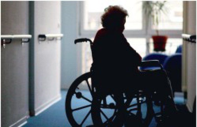 Wie gut ist ein Pflegeheim? Eine Antwort finden Betroffene und Angehörige unter www. pflegelotse.de. Foto: ddp