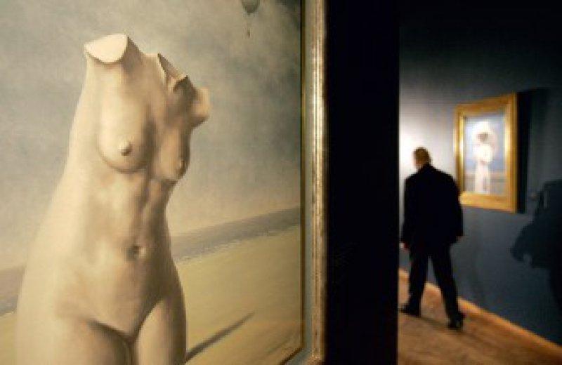 """Im neuen Magritte- Museum ist auch das Gemälde """"When the hour strikes"""" (1964–1965) zu bewundern. Foto: AP"""