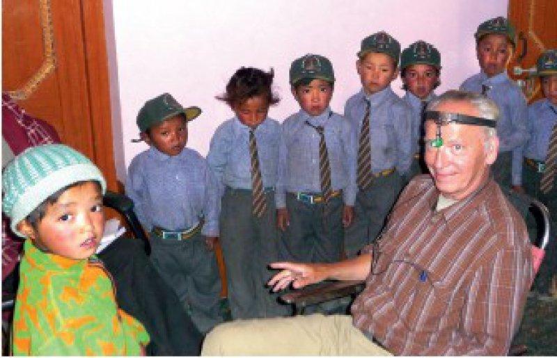 Schwerhörige Schüler, die von Klaus W. Rommelfanger mit Hörgeräten versorgt wurden, blühten sichtbar auf. Foto: Klaus W. Rommelfanger