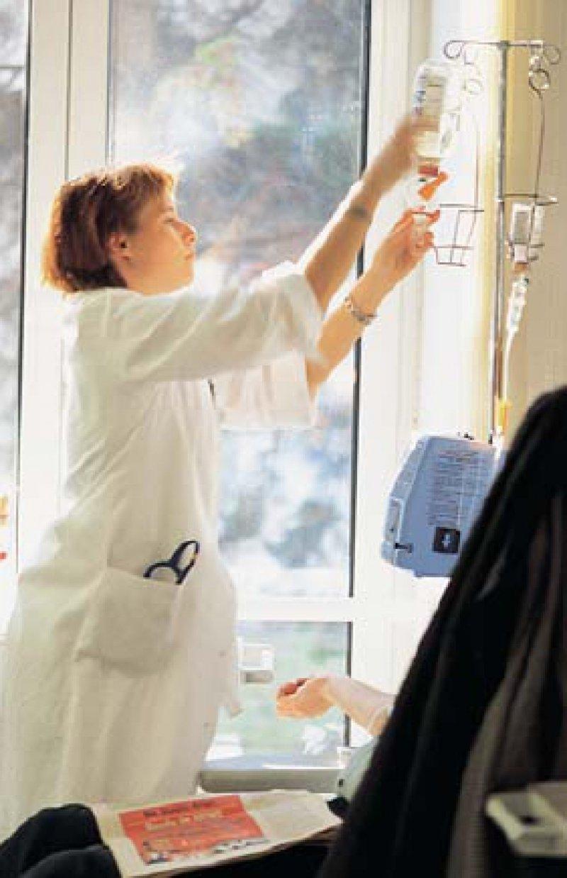 Chemotherapie im Krankenhaus. Onkologisch tätige Ärzte können sich unter www.vsco.net über onkologische Themen informieren und austauschen. Foto: Barbara Krobath