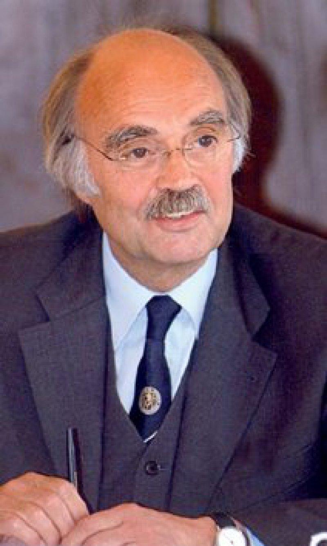 Prof. Dr. med. Hartwig Bauer ist Facharzt für Viszeral- und Unfallchirurgie und war bis 2002 Ärztlicher Direktor der Kreisklinik Altötting. Er hat sich intensiv dem Thema Qualitätssicherung gewidmet. Foto: privat