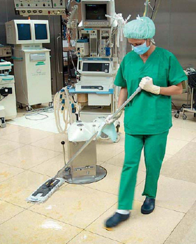 Hoch relevant im medizinischen Alltag ist die Prävention von MRSAInfektionen, ein Thema, zu dem kürzlich ein HTABericht beim DIMDI erschienen ist. Foto: photothek