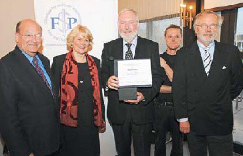 Peter Sefrin, Julia Rautenstrauch, Günter Haaf, Thomas Kron, Gerd G. Fischer (von links). Foto: Vereinigung der Deutschen Medizinischen Fach- und Standespresse