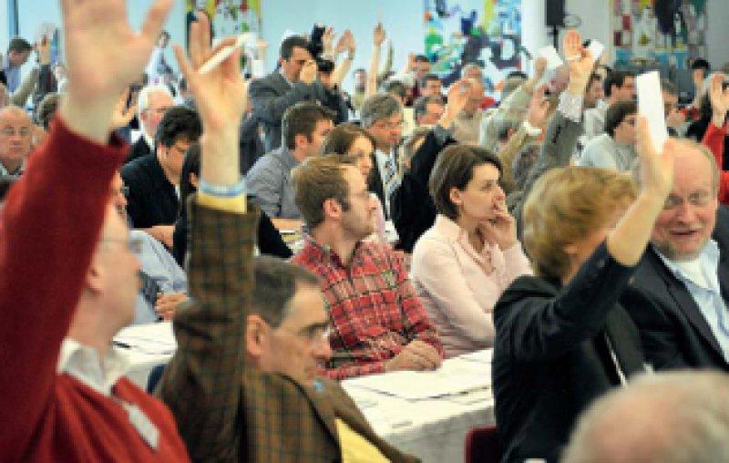 Eigenständige Tarifverträge für alle angestellten Ärzte – die 205 Delegierten bekräftigten, dass der Marburger Bund auch die Interessen von angestellten Ärzten in Medizinischen Versorgungszentren und Arztpraxen vertritt. Fotos: Jürgen Gebhardt