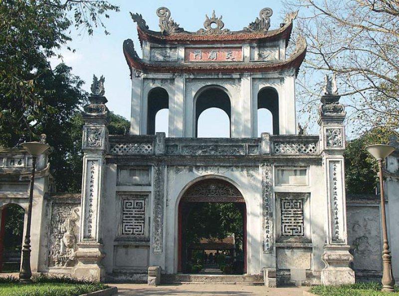 Der Literaturtempel in Hanoi, im 11. Jahrhundert Vietnams erste Universität. Foto: Studiosus Gruppenreisen GmbH