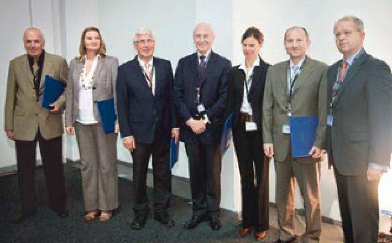 Heinz Otto, Kathrin Linke, Hans-Peter-Busch, Ulrich Mödder, Beate Rehbock, Martin Wiesmann, Gerhard Adam (von links). Foto: Deutsche Röntgengesellschaft e.V.