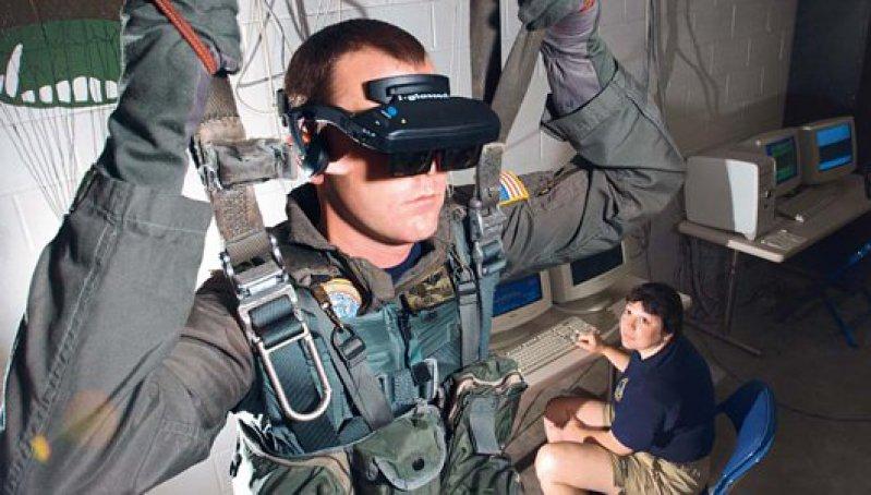Traumatherapie im Cyberspace – Soldaten können mit Hilfe von Computersimulationen traumatisierende Ereignisse noch einmal erleben. Foto: U.S. Navy Photo