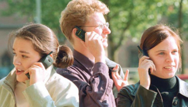 Das Handy: Statussymbol unter Jugendlichen. Die Langzeitfolgen der elektromagne tischen Strahlung sind noch nicht erforscht. Foto: Keystone