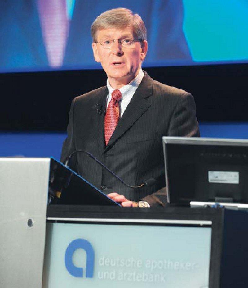 Optimistischer Blick in die Zukunft: Für 2010 werde die Apobank wieder eine Dividende auszahlen, versprach Herbert Pfennig. Foto: Apobank