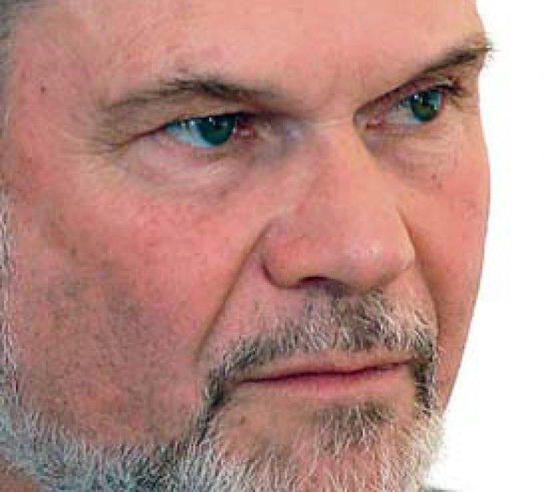 Rechtsanwalt Wolfgang Putz hatte der Tochter von einer im Wachkoma liegenden Patienten geraten, den Schlauch der PEG-Sonde zu durchtrennen. Dafür wurde er zunächst vom Landgericht Fulda wegen versuchten Totschlags verurteilt. Der Bundesgerichtshof hat ihn jetzt freigesprochen. Foto: ddp