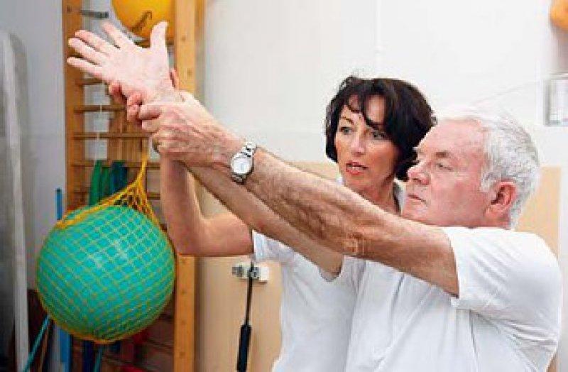 Die Potenziale älterer Menschen können durch Rehabilitationsmaßnahmen gefördert werden. Foto: vario images