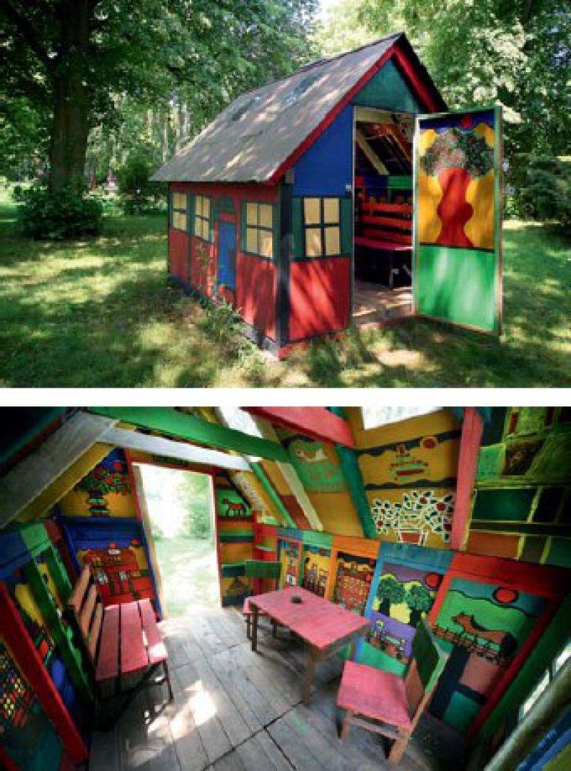 Kräftige Farben, starke Kontraste sind typisch für Streppels Malerei. Das abgebildete Haus entstand nach einem Modell Streppels. Sämtliche Flächen bemalte der Künstler selbst und baute auch das Mobiliar. Fotos: Eberhard Hahne