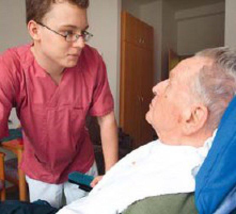 Heime und ambulante Dienste können ihre Stellen für Pflegekräfte nicht besetzen.Foto: Caro