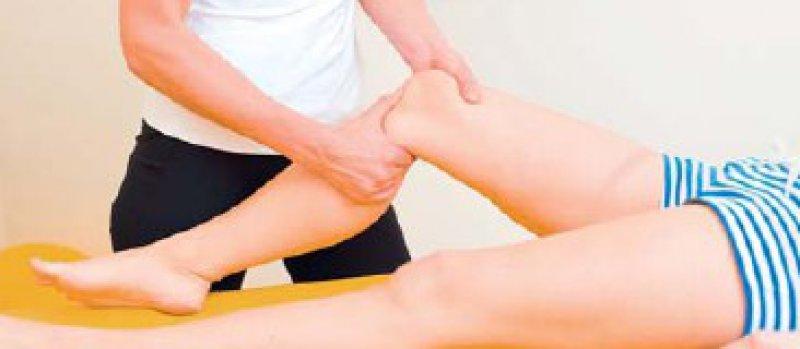Wer vorher Physiotherapie erhält, kommt nach der Operation schneller wieder auf die Beine. Foto: picture-alliance