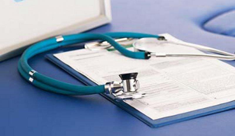 Der elektronische Arztbrief mit Signatur soll das Papierdokument ersetzen und die Kommunikation der Ärzte verbessern. Foto: Fotolia