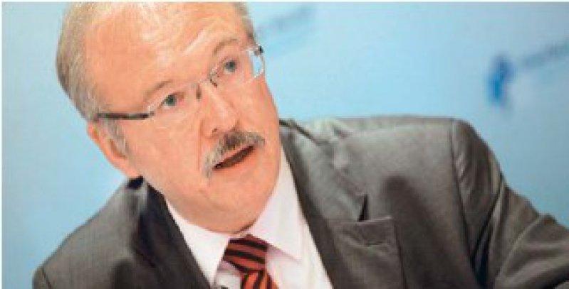 Die Gehälter der Klinikärzte müssen der steigenden Arbeitsbelastung entsprechen, fordert Rudolf Henke vom Marburger Bund. Foto: dpa