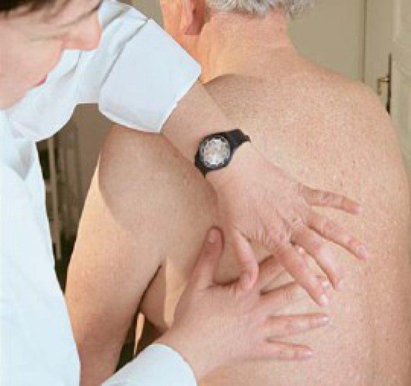 Mehr als ein paar gezielte Handgriffe sind nötig, wenn das Honorar zum Beispiel aufgrund von Hausarztverträgen bereinigt werden muss. Nun gibt es Regeln für das Jahr 2010. Foto: Krobath