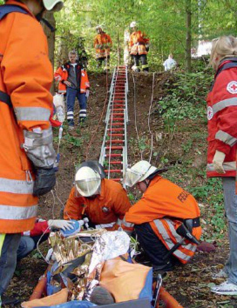 Ein realistisches Szenario: Bei Holzarbeiten im Wald erleidet ein Arbeiter ein Schädel-Hirn- Trauma. Da ist auch organisatorisches Geschick der Studierenden gefragt. Foto: privat