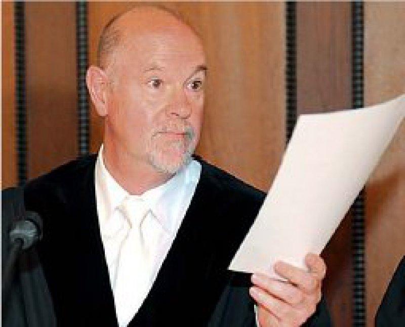 """"""". . . keinen Zweifel, dass die Patientin ihre Einwilligung nicht gegeben hätte."""" Lothar Beckers, Vorsitzender Richter. Foto: dpa"""