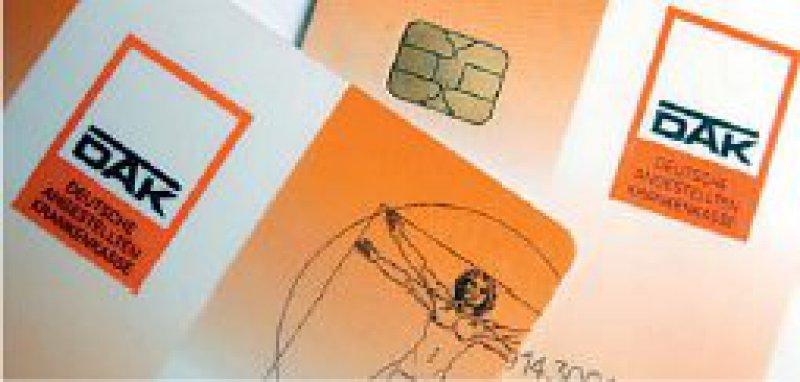 DAK-Versicherte müssen künftig einen Zusatzbeitrag von acht Euro monatlich zahlen. Foto: dpa