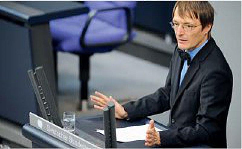 Kritik an der Kopfprämie: Karl Lauterbach (SPD) bezeichnete die Pläne der schwarzgelben Koalition als unsozial. Foto: dpa