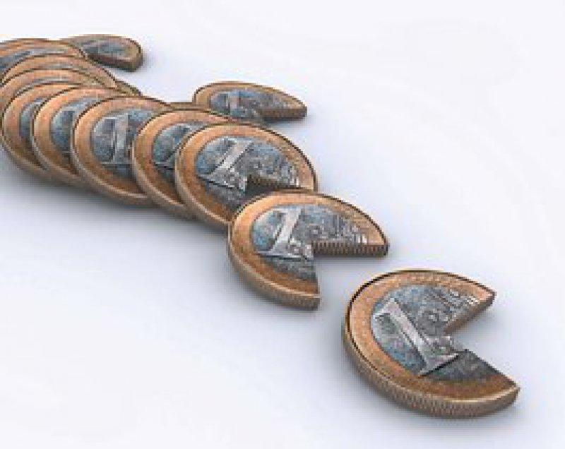 Von Zinserträgen und Dividenden, die den Sparer-Pauschbetrag in Höhe von 810 Euro im Jahr (Ehegatten: 1 602) übersteigen, geht ein Viertel an den Fiskus. Auf An lagen, die der Altersvorsorge dienen, fallen geringere Steuern an. Foto: Fotolia