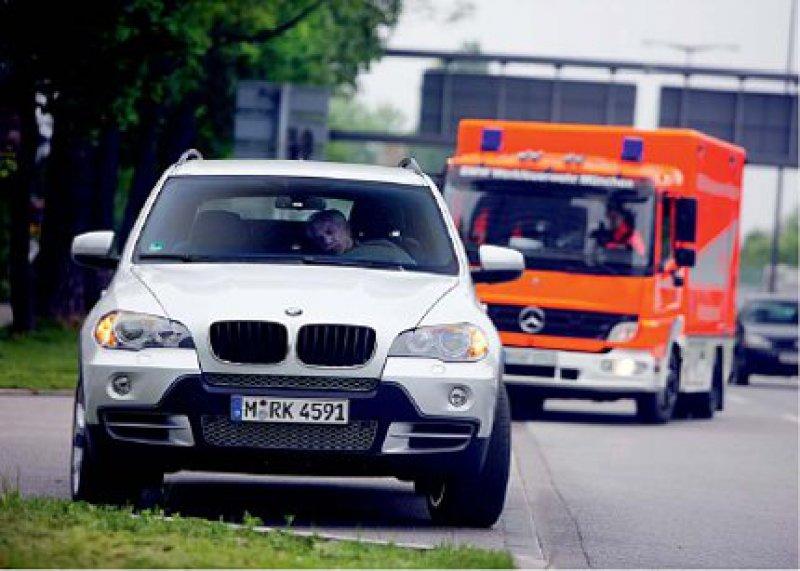Ein mit Sensoren ausgestatteter intelligenter Nothalteassistent für Pkw könnte künftig in medizinischen Notfällen, wie etwa Bewusstlosigkeit des Fahrers, eingreifen und das Auto sicher zum Stehen bringen. Foto: BMW