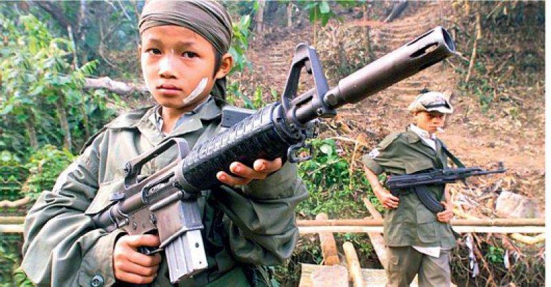 Opfer und Täter – In vielen Krisenregionen bedienen sich fanatische Rebellengruppen der Kinder, die sie entführen, foltern und für sich kämpfen lassen. Foto: dpa
