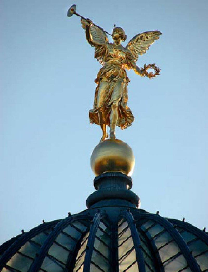 Die Kuppel der Dresdner Kunstakademie. Fotos: Angelika Kettenbach