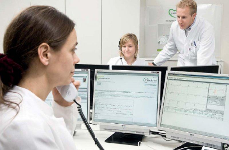 """Neue Arbeitsfelder für Ärzte im Krankenhaus: """"Das Telemedizinzentrum wird genauso wichtig wie ein Echolabor."""" Foto: BMWi/next generation media 2008"""