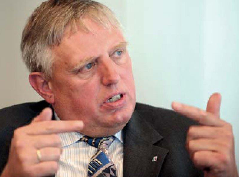 """""""Wenn die KBV den Kampf haben will, dann kriegt sie ihn auch. Und ich werde ihn bis aufs Messer führen."""" Karl-Josef Laumann, NRW-Gesundheitsminister. Foto: dpa"""