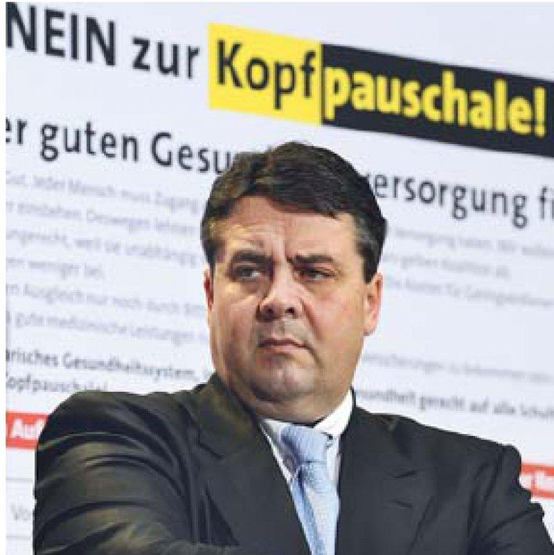 Nicht mit uns: SPD-Chef Sigmar Gabriel will die Gesundheitsprämie verhindern. Foto: dpa