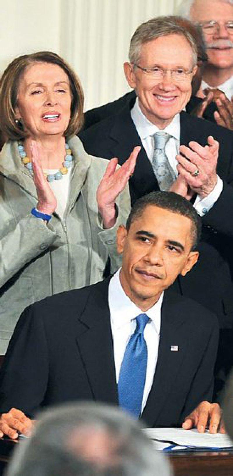 Historischer Akt: US-Präsident Barak Obama unterzeichnet am 23. März das Gesetz zur Gesundheitsreform. Er hat geschafft, woran viele seiner Vorgänger gescheitert sind. Foto: action press